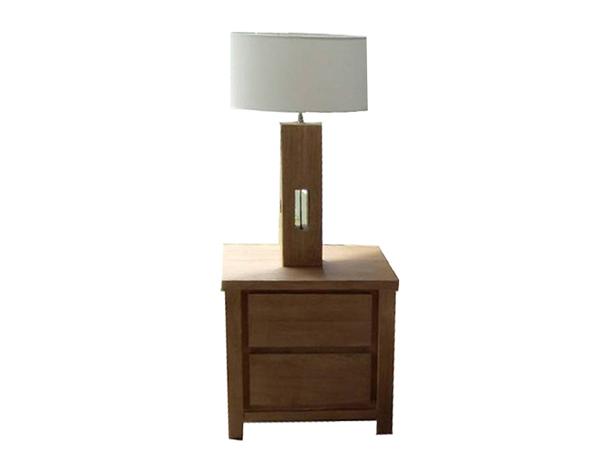 โต๊ะหัวเตียงไม้โอ๊คพร้อมโคมไฟ  SIDE TABLE